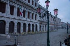 Vista do degli Schiavoni de Riva da biblioteca nacional histórica de Marciana e do palácio ducal em Veneza, Itália foto de stock royalty free