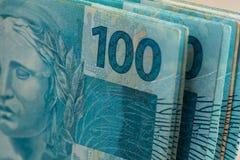 Vista do dinheiro brasileiro, reais, altamente nominais Fotos de Stock Royalty Free