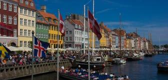 Vista do distrito da margem do Nyhavn de Copenhaga fotos de stock