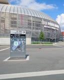 Vista do estádio de futebol novo de Pierre Mauroy e de hotéis novo-construídos Fotografia de Stock Royalty Free