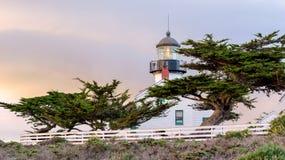 Vista do farol de Pinos do ponto na costa de Monterey Fotografia de Stock