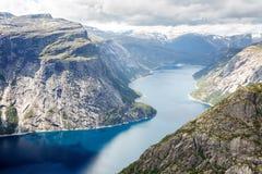 Vista do fjord em Noruega Fiorde da natureza de Noruega imagem de stock
