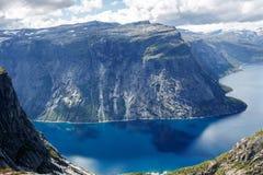Vista do fjord em Noruega Fiorde da natureza de Noruega foto de stock