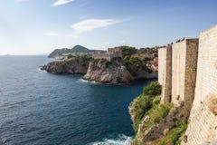 Vista do forte Lovrijenac e das paredes da cidade em Dubrovnik Fotografia de Stock Royalty Free