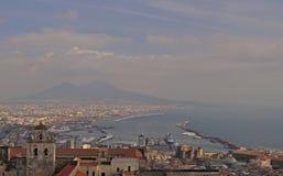 Vista do golfo de Nápoles de Castel Sant 'Elmo imagens de stock