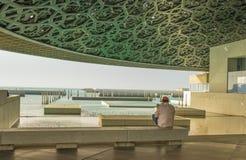 Vista do Golfo Pérsico do Louvre Abu Dhabi, Abu Dhabi ilustração royalty free