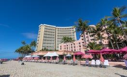 Vista do havaiano real, um recurso luxuoso da coleção, praia de Waikiki imagem de stock