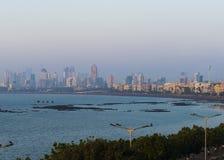 Vista do highrise de mumbai ao longo da movimentação marinha Imagem de Stock