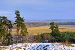 Vista do hillfort Girniku Coloque perto da cidade Siauliai, Lituânia Foto de Stock