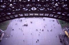 Vista do interior da torre Eiffel Fotografia de Stock Royalty Free