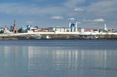 Vista do Kremlin de Kazan do rio de Kazanka, república de Tartaristão imagens de stock royalty free