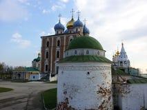 Vista do Kremlin de Ryazan, o anel dourado de R?ssia imagens de stock royalty free