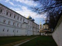 Vista do Kremlin de Ryazan, o anel dourado de R?ssia foto de stock