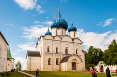 Vista do Kremlin de Suzdal, Rússia Anel dourado de Rússia fotografia de stock royalty free