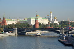 Vista do Kremlin e da ponte de pedra grande, Moscou, Rússia fotos de stock royalty free