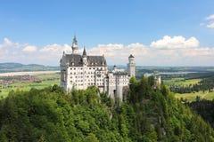 Vista do lado da ponte de suspensão no Bavarian antigo o fechamento de Neuschwanstain imagem de stock royalty free
