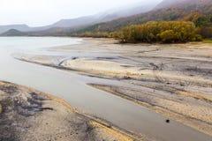 Vista do lago Barrea quase seca, lago Barrea, Abruzzo, Itália outubro Fotografia de Stock Royalty Free