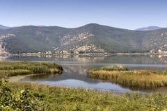 Vista do lago Hemaditida foto de stock