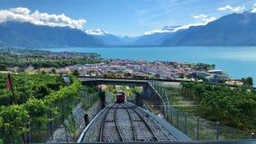 Vista do lago Leman e do teleférico Vevey-Mont-Pélerin fotos de stock royalty free