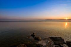 Vista do lago Simcoe durante o nascer do sol imagem de stock