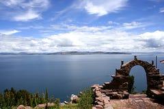 Vista do lago Titicaca de isla del solenóide fotografia de stock
