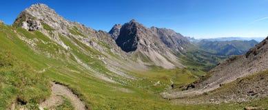 Vista do Lichtensteiner Höhenweg nas montanhas de Raetikon Fotografia de Stock Royalty Free