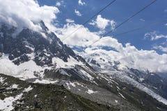 Vista do maciço e da geleira de Mont Blanc em junho Alpes franceses Imagem de Stock Royalty Free