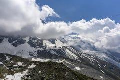 Vista do maciço e da geleira de Mont Blanc em junho Alpes franceses Imagens de Stock Royalty Free