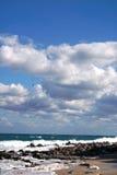 Vista do mar áspero no céu tormentoso Imagem de Stock Royalty Free