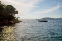 Vista do mar de adriático com a praia real Fotografia de Stock Royalty Free