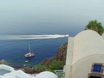 Vista do mar de Santorini com muitos navios de cruzeiros Fotos de Stock Royalty Free