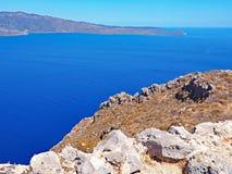 Vista do Mar Egeu da fortaleza da cume de Monemvasia, Grécia fotos de stock royalty free