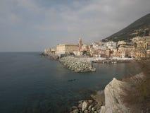 Vista do mar Ligurian calmo, ?rea de Genoa Nervi, um dos lugares os mais bonitos em Liguria imagens de stock royalty free
