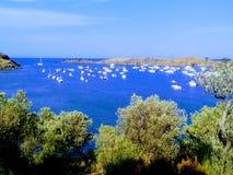 Vista do mar Mediterrâneo em Cadaques foto de stock