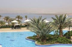 Vista do Mar Morto da área da piscina de um do beira-mar imagem de stock royalty free