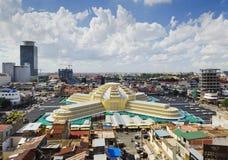 Vista do marco do mercado central na cidade cambodia de Phnom Penh Foto de Stock Royalty Free