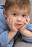A vista do menino foto de stock