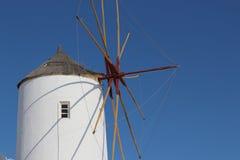 Vista do moinho de vento do Oia na ilha de Santorini Foto de Stock Royalty Free