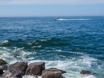 A vista do molhe da rocha no oceano suporta Washington EUA Fotos de Stock