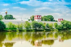 vista do monastério do convento de Novodevichy em Moscou, Rússia Local do património mundial do Unesco foto de stock royalty free