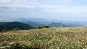 Vista do monte de Klak em montanhas de Lucanska Mala Fatra em Eslováquia Foto de Stock