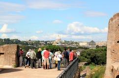 Vista do monte de Palatine na basílica papal em Roma foto de stock royalty free