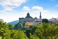 Vista do monte do castelo em Loket Fotografia de Stock Royalty Free