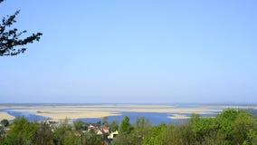 Vista do monte verde em Lubin à lagoa de Szczecin filme