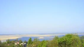 Vista do monte verde em Lubin à lagoa de Szczecin vídeos de arquivo