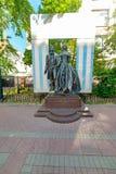 Vista do monumento a Alexander Pushkin e a Natalia Goncharova, rua do arbat, foto de stock royalty free