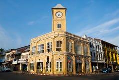 Vista do museu Phuket no fundo do céu azul foto de stock royalty free