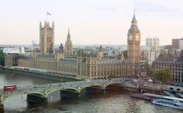 Vista do nível superior de Big Ben em Londres - cidade de Westminster imagens de stock