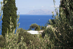 Vista do oceano e das montanhas em Scopello, Sicília, Itália Imagens de Stock Royalty Free