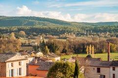 A vista do país em torno da vila pequena acampa fonte do la fotografia de stock royalty free